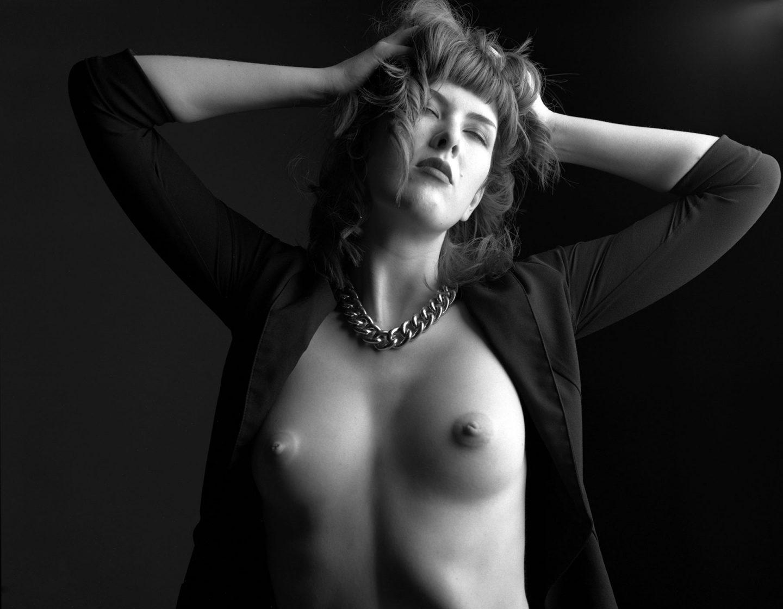 Model Photo Shoot Nude Mamiya RZ67 Ilford Delta 100