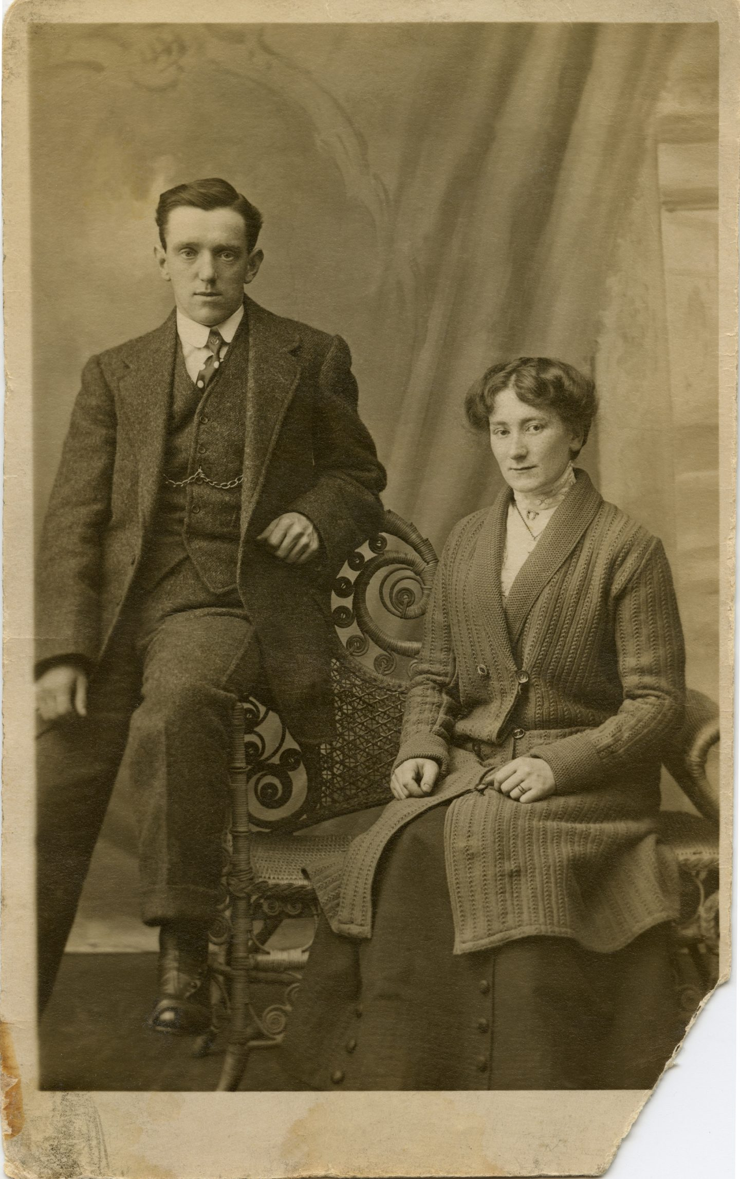365-60 Great Grandad and Great Grandmother 1916